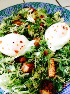 When you want a substantial salad but don't want a lot of fuss. This recipe for Bacon and Eggs Frise' Salad will fill you up and not break the calorie budget! http://westviamidwest.com