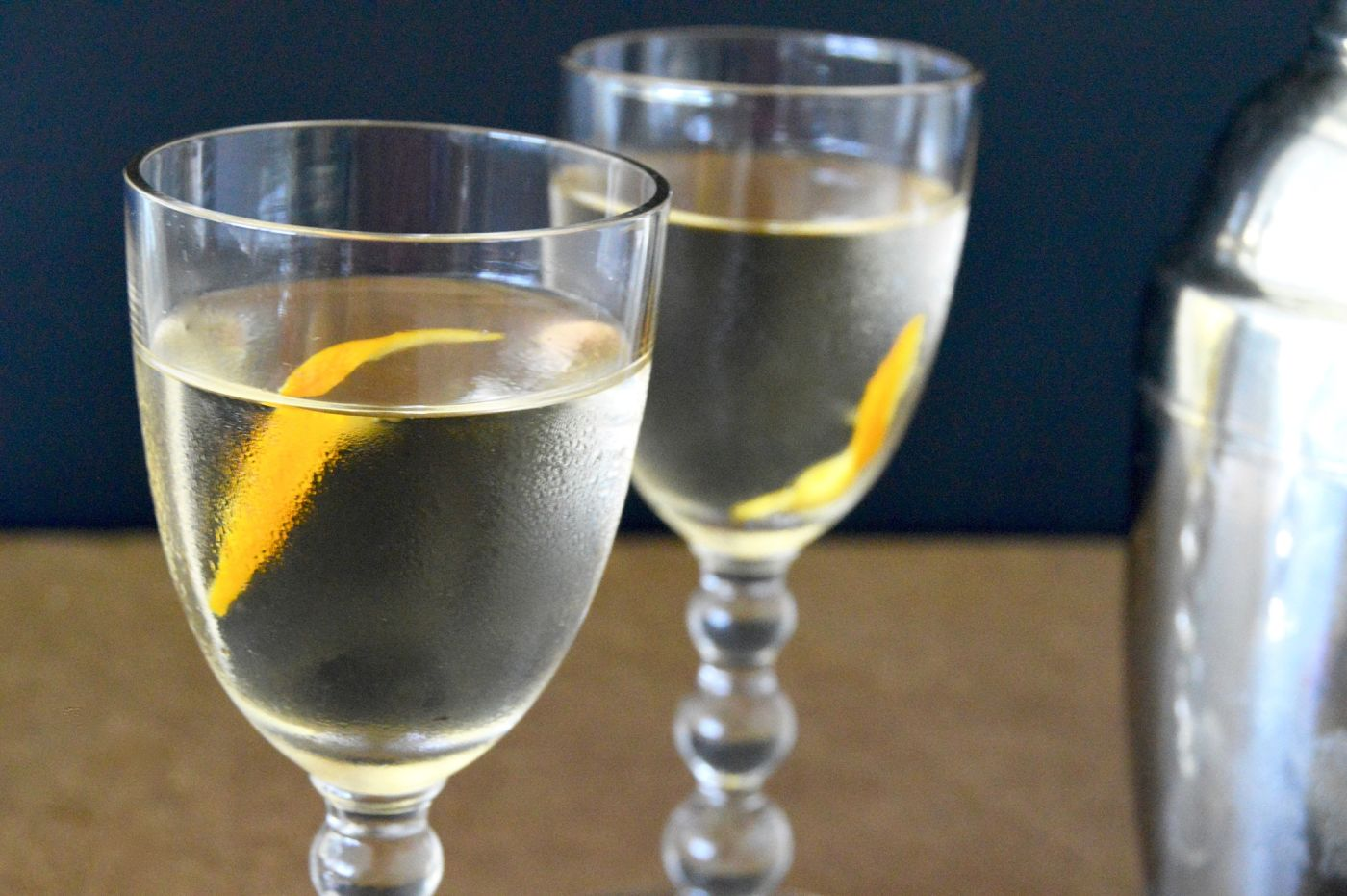 This Sakitini - Sake Martini is a refreshing, thirst quenching cocktail that is great with any light dish you are serving or perfect alone after a long hot day in the sun! https://www.westviamidwest.com