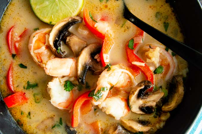 Shrimp, mushrooms and pepper in spicy Thai soup broth