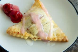 close up of the cherry drizzle pie