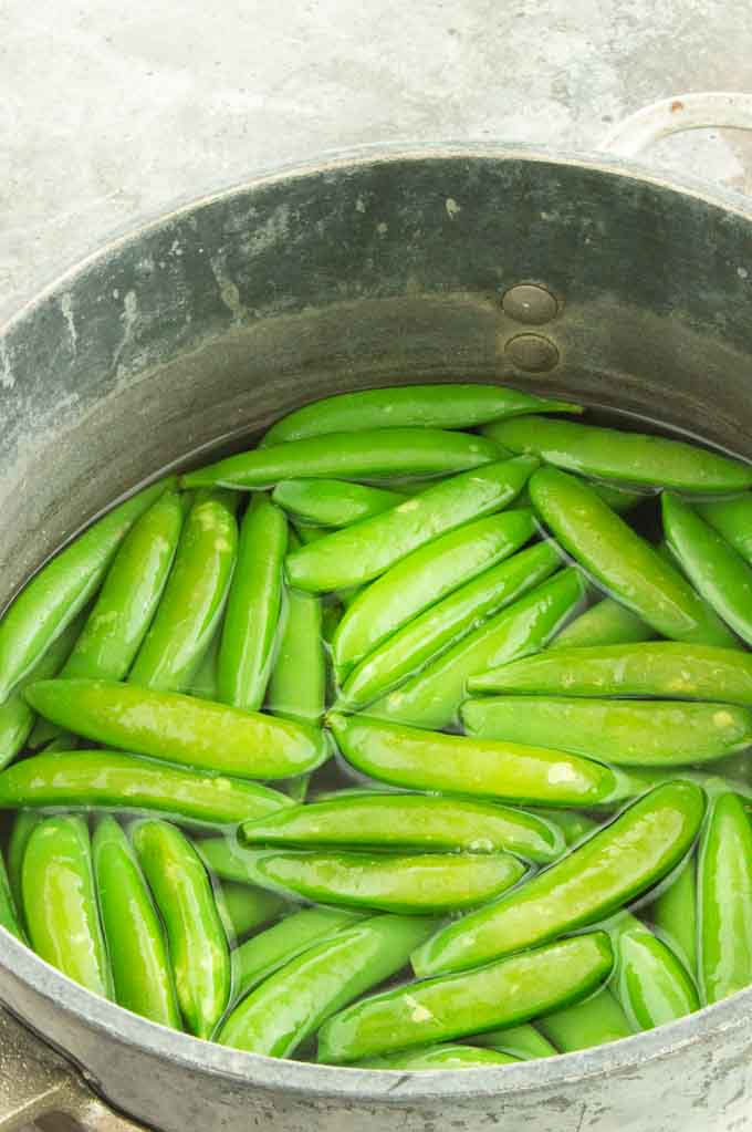 blanching the peas in boiling water