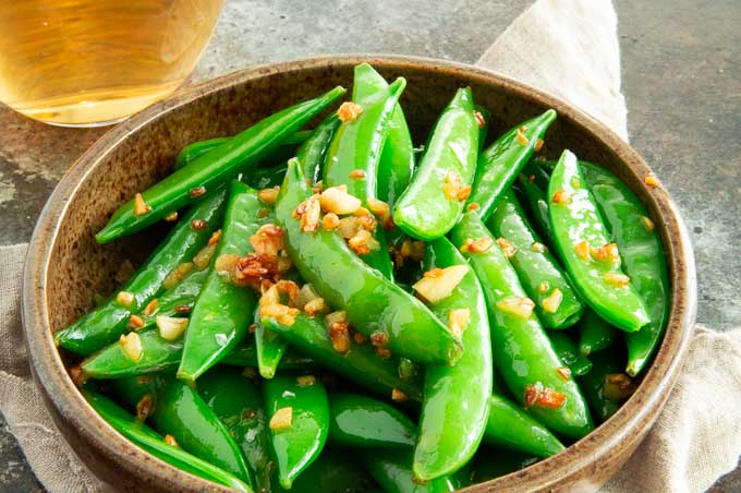 bowl of snap peas with garlic