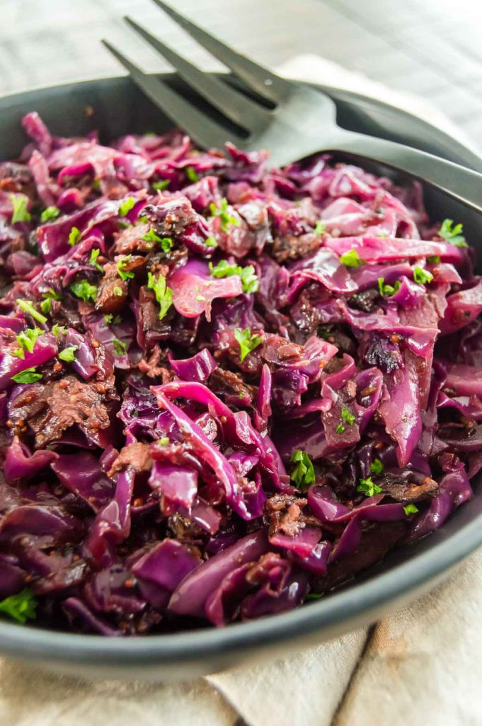 Braised German cabbage on a black plate