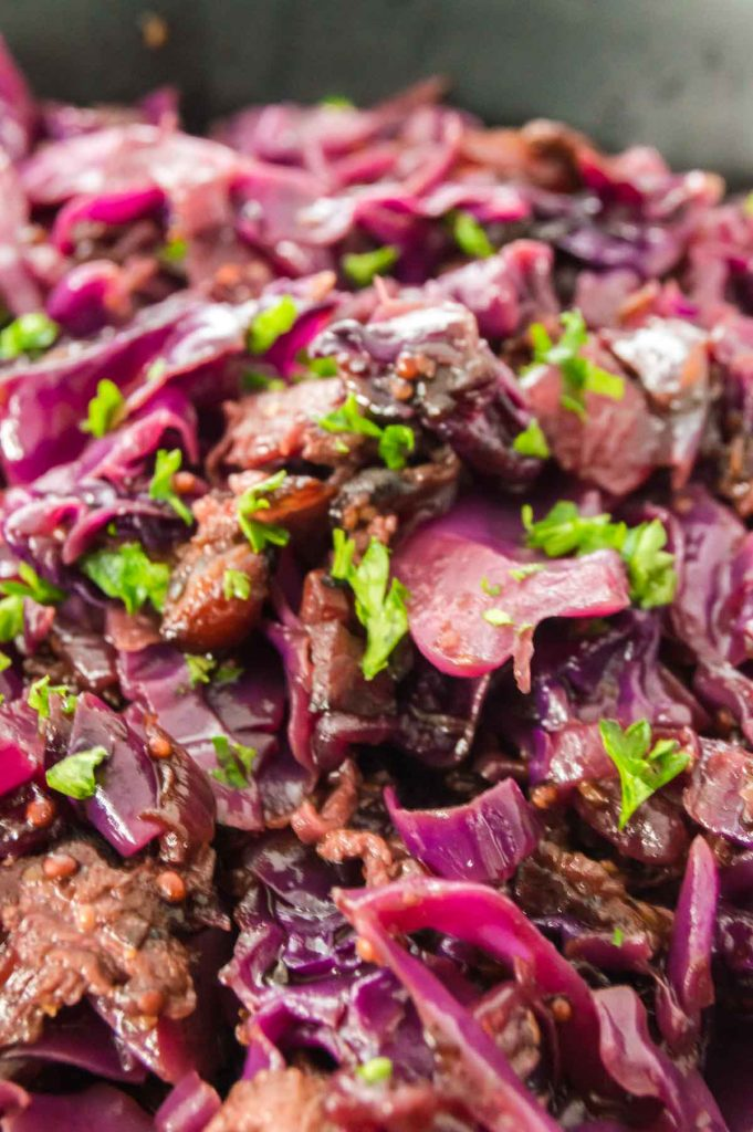 finished red cabbage with parsley sprinkled on