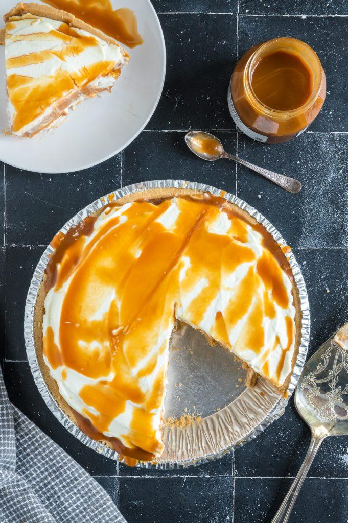 pie missing one piece of pumpkin cheesecake
